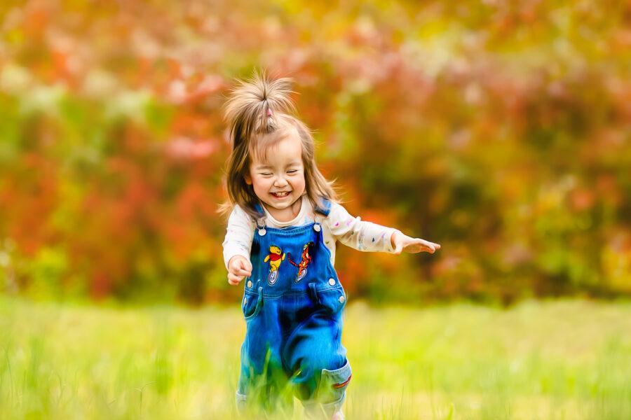 happy child running inthe park